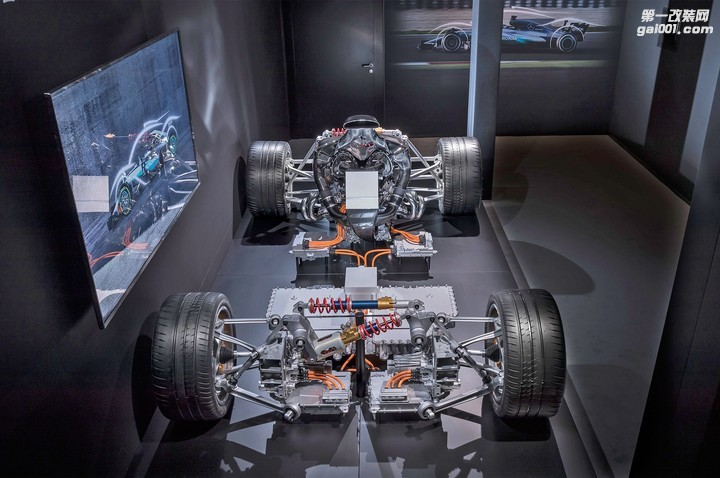 2019-mercedes-amg-project-one-powertrain-07.jpg