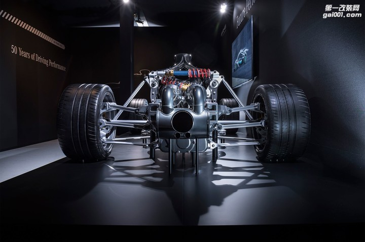 2019-mercedes-amg-project-one-powertrain-02.jpg